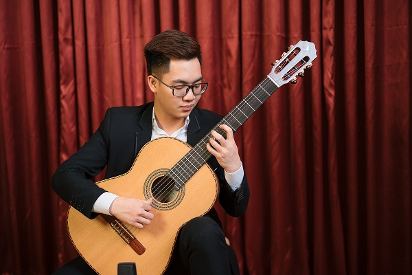 Loi lo - Hai Thoai played by Nguyen Duy Quoc Anh on a Swallow Guitars C910