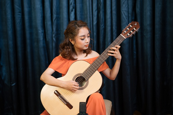Vals Venezolano No.3 - Antonio Lauro played by Dang Thuy Linh on a Swallow Guitars CM50