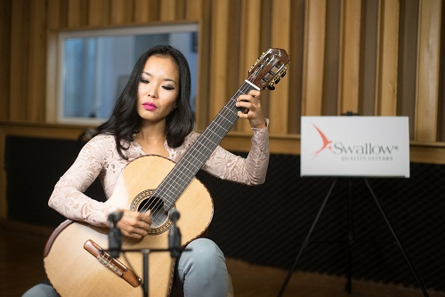 Fantasia (Prelude) BWV 997 - J.S. Bach played by Le Thu on a Swallow Guitars C950SF